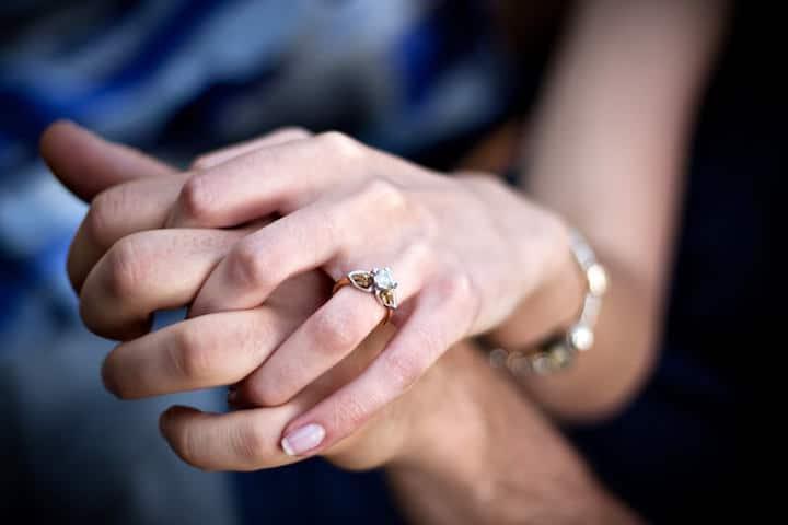 Antrag mit Verlobungsring   © panthermedia.net / ArenaCreative