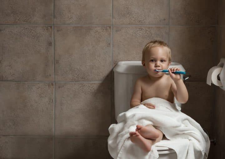 Kind putzt sich die Zähne   © panthermedia.net /denisovdmitry